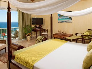 Cruz Bay villa photo - Spa bedroom with private balcony for spectacular views to the east