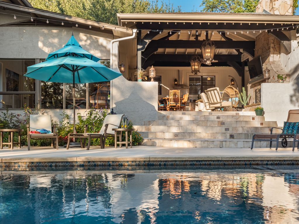 Luxury Meets Comfort 6BR/3BA Home Fabulous Outdoor Patio & Pool 8 Mins Downtown