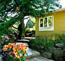 Seattle cottage photo - Gentle steps up to the patio from your off-street private driveway.