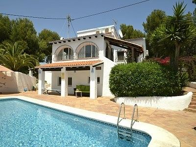 Villa with 12 meter private pool, summer kitchen, near the sea, A/C,large garden