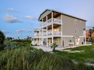 New beachy 3 story home with elevator homeaway port for 1 story elevator