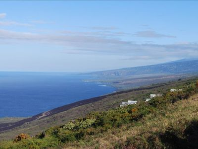 Honaunau estate rental - Coastal view to the north all the way to Maui.