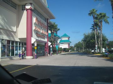Super market just 2 minutes walk