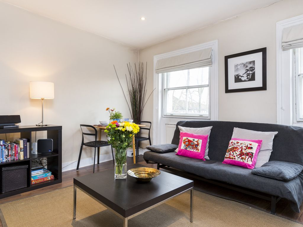 SPECIAL OFFER!! Stunning Penthouse 1 Bedroom Apartment Central London Sleeps 3-5