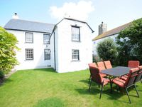Luxury self catering, walk to sandy surfing beach in North Cornwall with hot tub