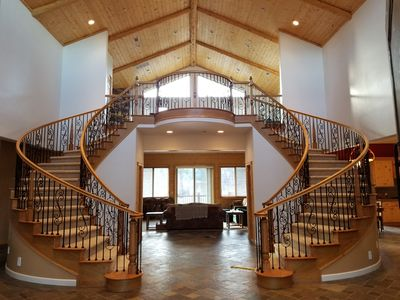 BEAUTIFUL LUXURIOUS 4 bed, 4 bath ranch home CLOSE to SLOPES and all