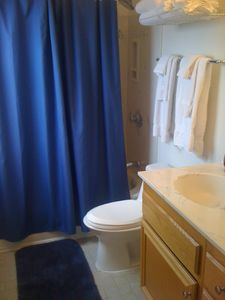 La Jolla condo rental - The Big Kahuna - Full Bath in Secondary Bedroom