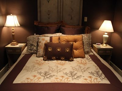 Queen Bed - Downstairs