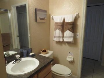Main floor - Shared washroom of twin room with full shower