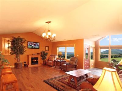 Living Room - Catheral Ceilings - Mountain Views!!!