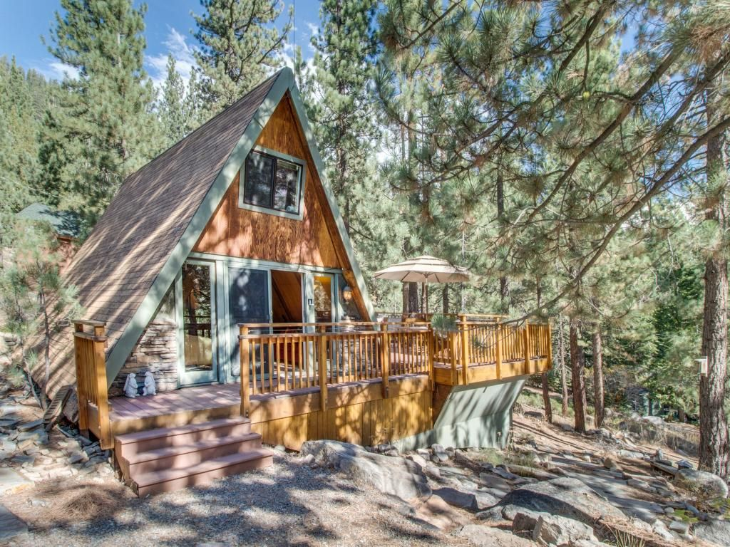 Romantic and cozy cabin near donner lake set vrbo for Cozy cabins rentals