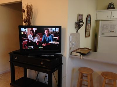 Nice flat screen and Blu-Ray DVD in the living room.