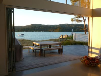 Relaxing estuary-front beach house