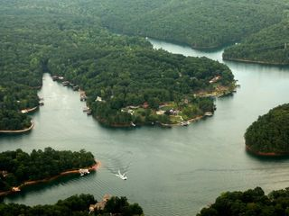 Huddleston cabin photo - Silver View Cottages are located on Witcher Creek on Smith Mountain Lake