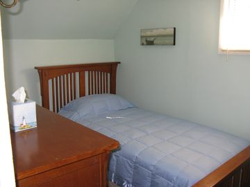 B/R #3 with single twin bed
