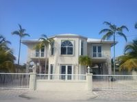 Escape to Paradise! Waterfront pool home. Ocean access. 1 block from waterpark.