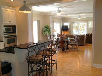 Sea Pines house rental - Great Room w/ round table (seats 6), wet bar, counter office (printer & modem)