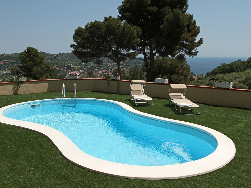 Apartment with heated swimming pool and garden vrbo for Heated garden swimming pools