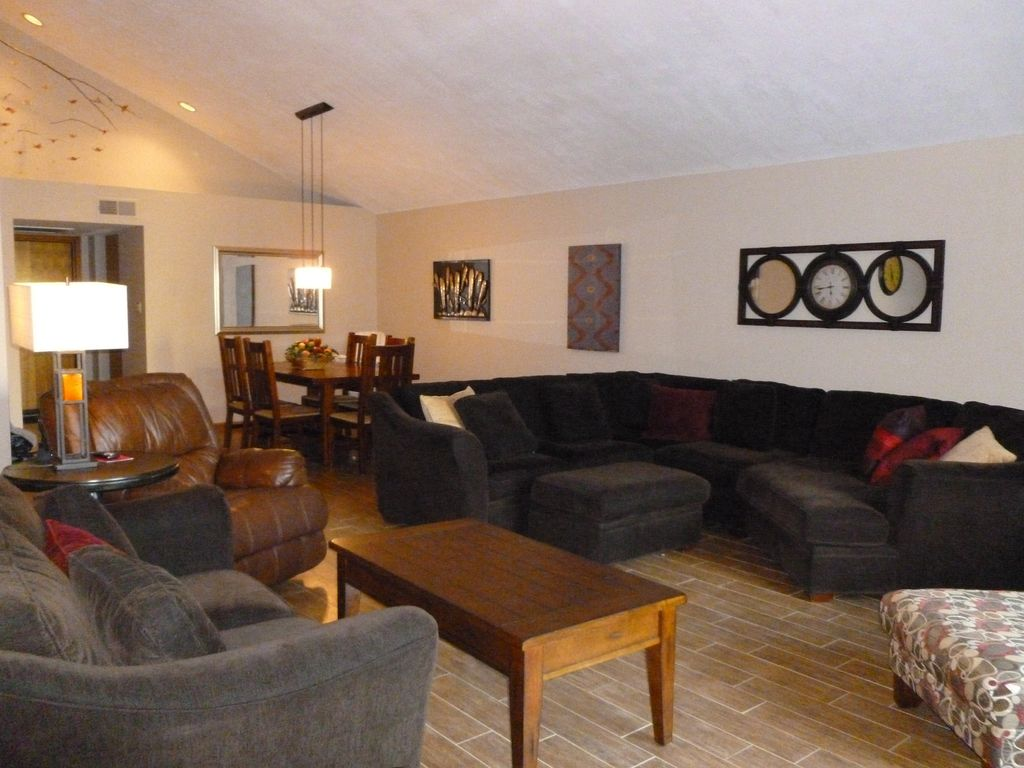 Over 2300 sq ft blocks from scottsdale vrbo for Living room with lots of seating