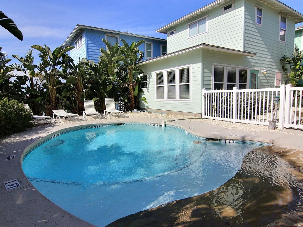 Texas big house pool 5 bedrooms 3 5 homeaway port for Houses with 4 bedrooms and a pool
