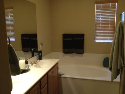 Scottsdale Grayhawk condo rental - Master Bath with large two person steeping tub