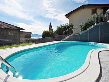 Menaggio apartment rental - The inviting swimming pool at the Le Vele Residence