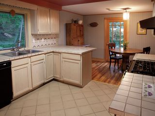 Phoenicia estate photo - Kitchen