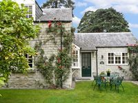 WATERSIDE COTTAGE, family friendly in Hovingham, Ref 2661