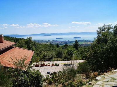 House with garden and panoramic view over Lake Trasimeno