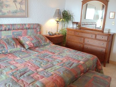 Grand Cayman condo rental - Second bedroom with King Size bed