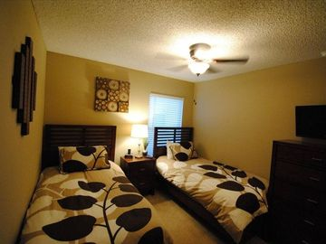Twin bedroom #1 with 26' flat screen TV, clock radio with iPod dock, new beds