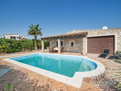 Lovely House, 4 Bedrooms, Private Pool, Brick BBQ, Only 1km To The Beach!!