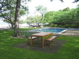 San Juan del Sur townhome photo - Pool and Picnic table