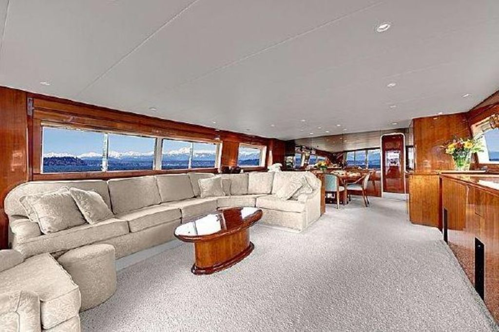 Large  Private Yacht With A Million Dollar View Of  Seattle From Lake Union