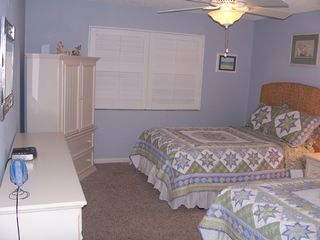 Redington Shores condo photo - 3rd bedroom w 2 doubles