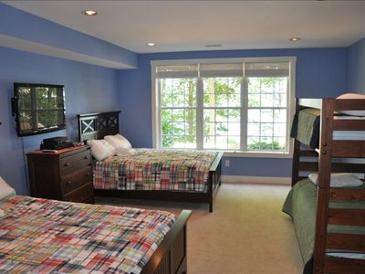 Bdrm #5 - 2 New Qu beds, twin bunks, 42' sat hdtv, full bath, lake side view