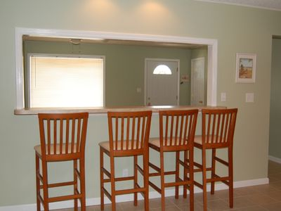 Hollywood Beach house rental - Extra seating at breakfast bar