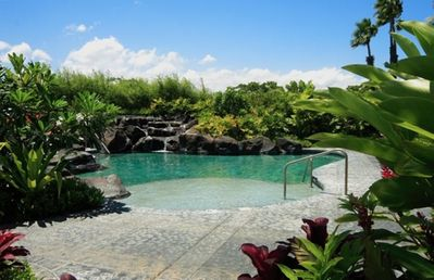Beautiful Tropical Pool With Cascading Waterfall & Spa !