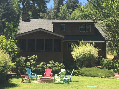 Deluxe 2 bedroom 2 bath riverfront cabin, McKenzie River Oregon