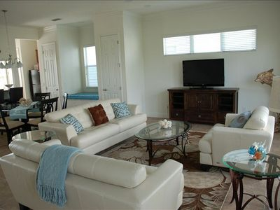 "Cozy family room | 50"" TV 