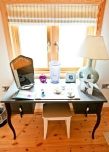 Tenby house rental - Pamper, dressing table master bedroom