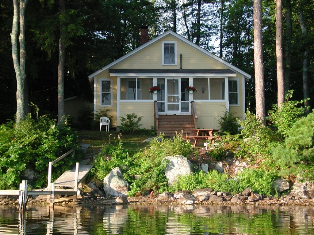 Charming Cottage On Mirror Lake, Tuftonboro,...