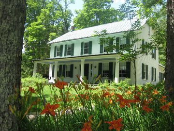 Front view of Maple Lane Inn