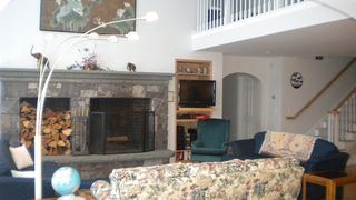 Great room with a cathedral ceiling - Killington house vacation rental photo