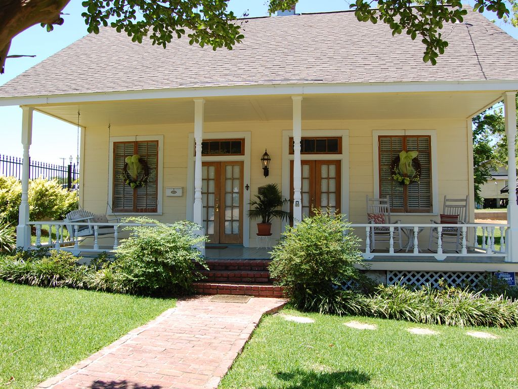 French creole cottage vrbo for Creole cottage house plans
