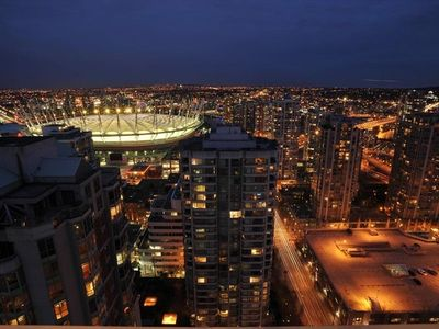 Vancouver condo rental - Picture does not do justice to the expansive view!