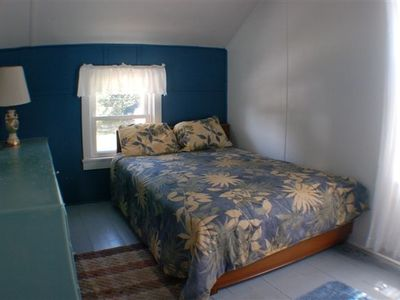 Brooklyn cottage rental - The Maple room (upstairs)