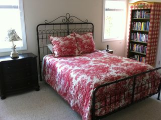Bald Head Island house photo - A queen bedroom on the main floor