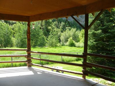 Preston house rental - Front porch view of river and cliff