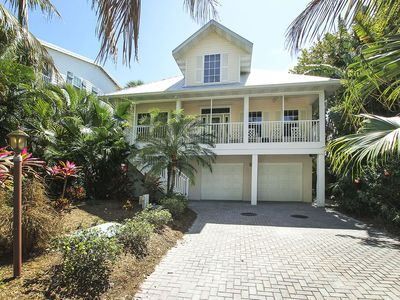 Welcoming exterior of Captiva Breeze